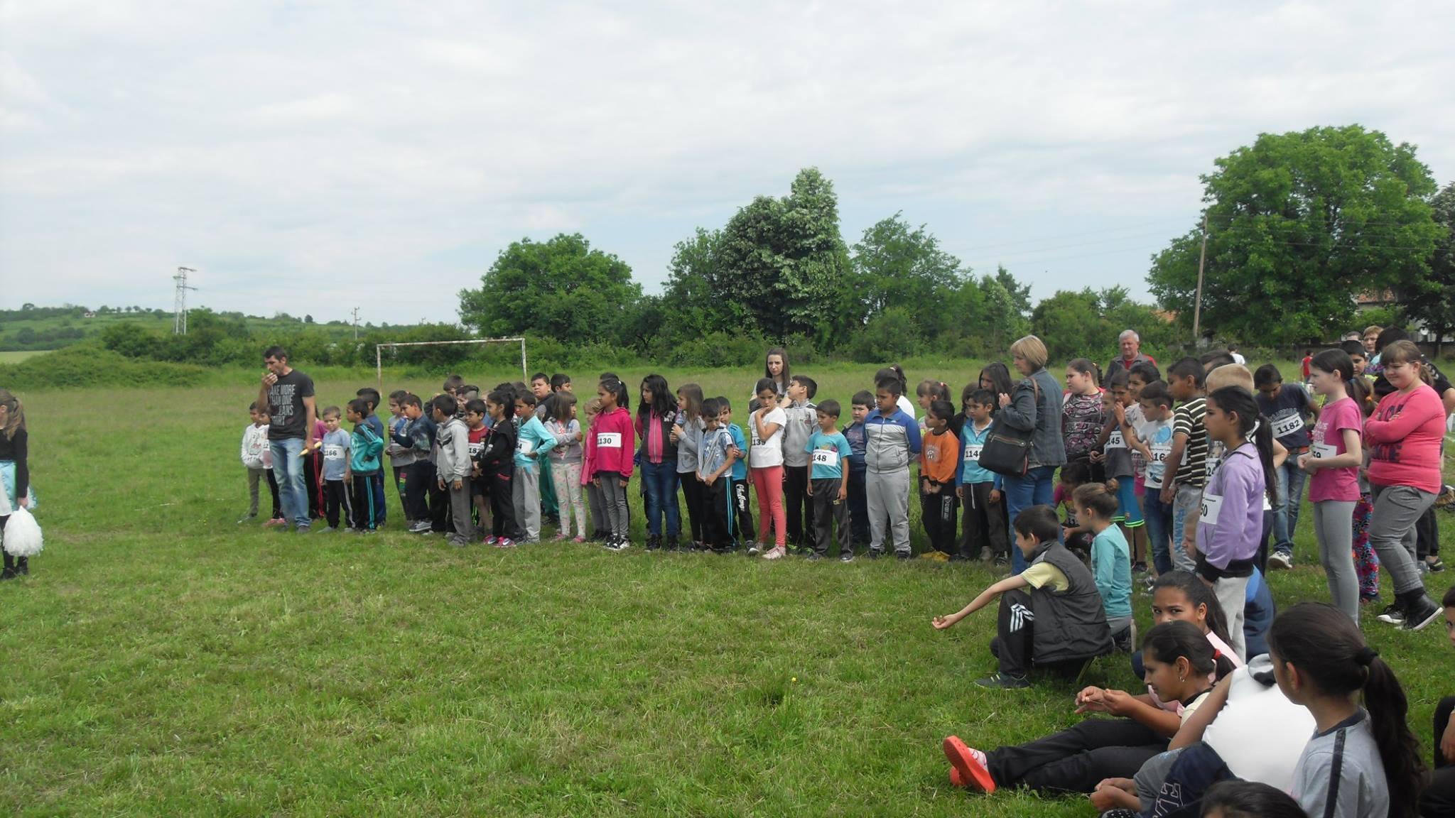 Разнообразяване на училищната дейност: масов крос. picture